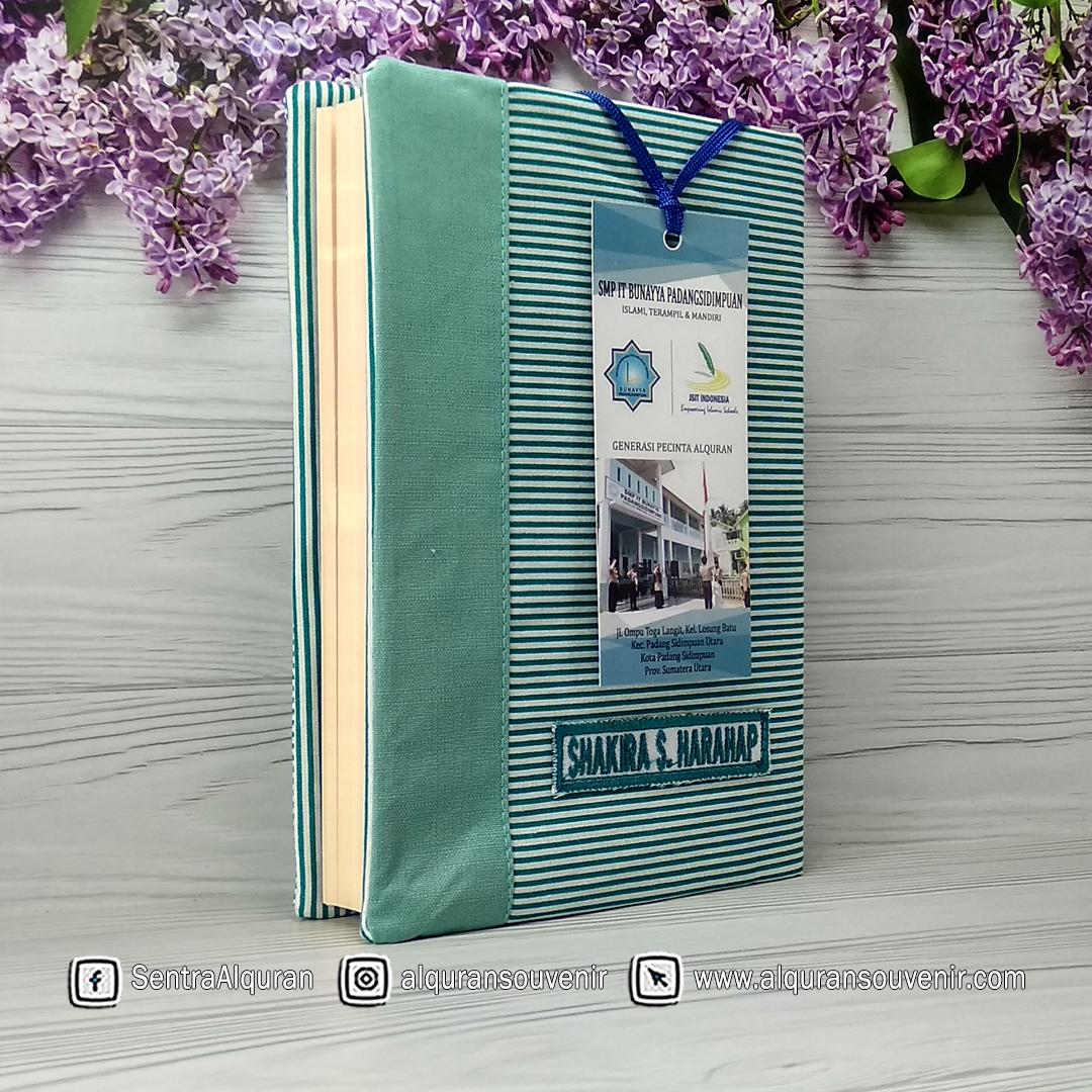 Souvenir Al Quran Cover Bahan Katun Desain Khusus Nama Siswa